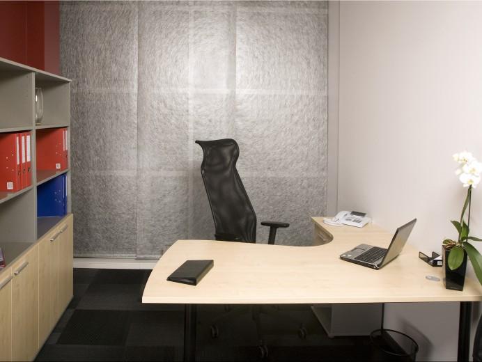 Biroja telpa ar vienu darba vietu